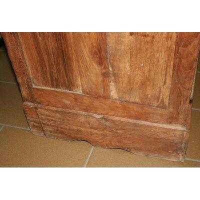 particolare schiena della vetrina indonesiana in tek vecchio