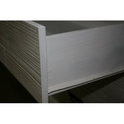 particolare cassetto comò TSU, fondo in compensato e telaio in legno unito a coda di rondine