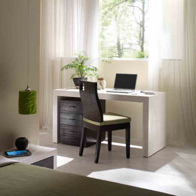 scrivania e cassettiera Essential, sedia Hotel.