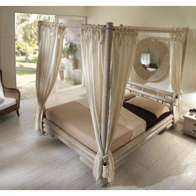 letto Tabanan con baldacchino e tende