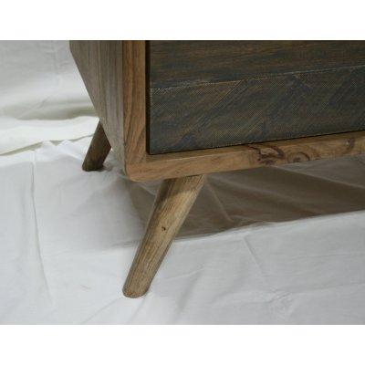 Particolare  della gamba in legno