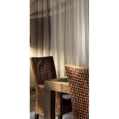 particolare tavolo Hotel miele antico e nero, sedia Cemara
