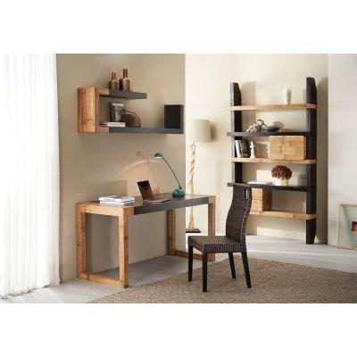 scrivania Stone con gambe miele antico e piano frassino nero, sedia Sky, modulo Math C, mensole serie Essential