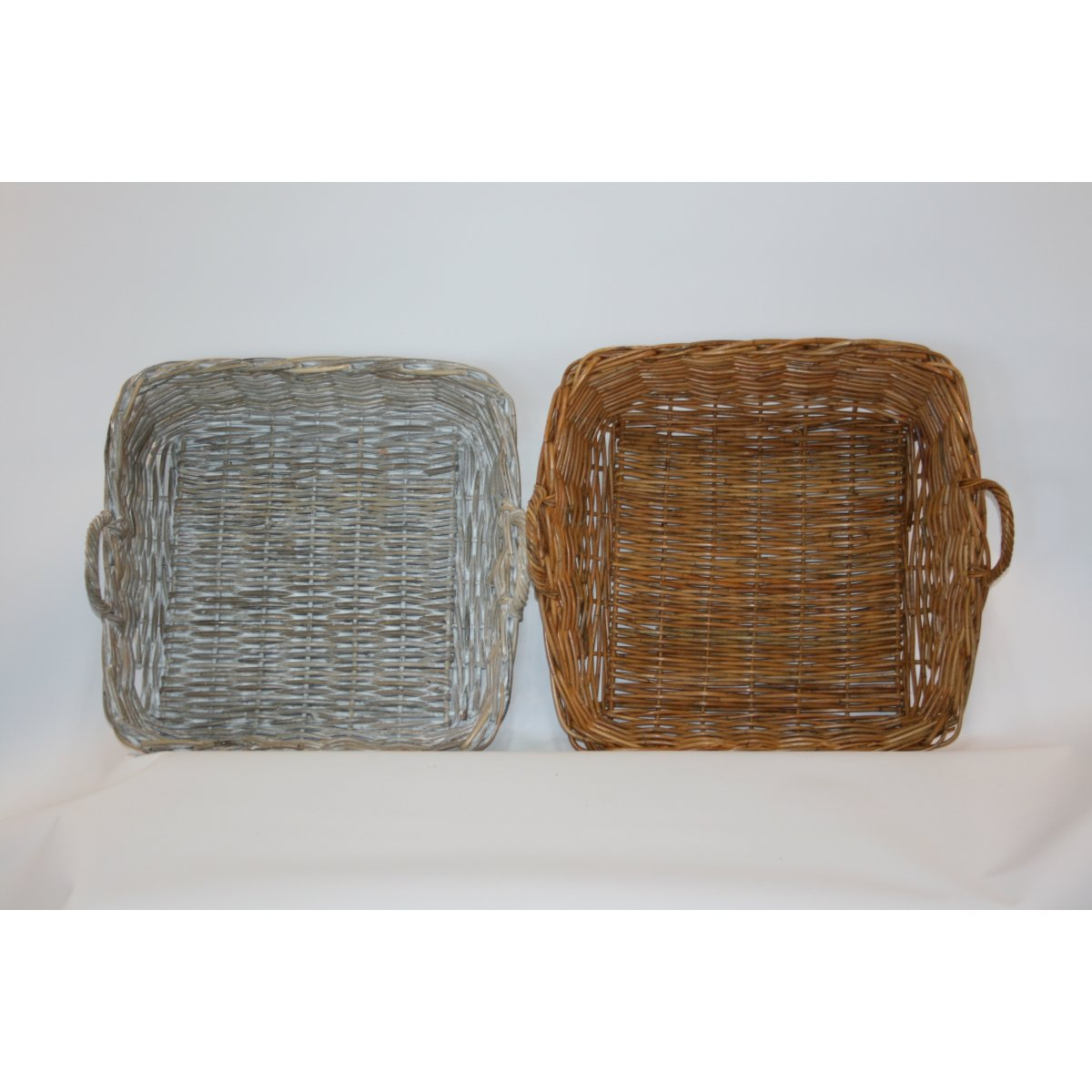 cesti espositori modello Arno in giunchino rosso e giunchino grigio