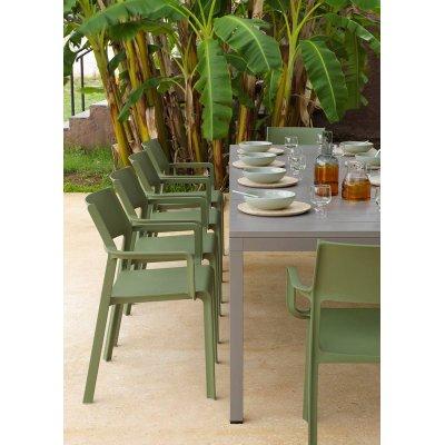 particolare tavolo Rio e Poltroncine Trill Armchair agave