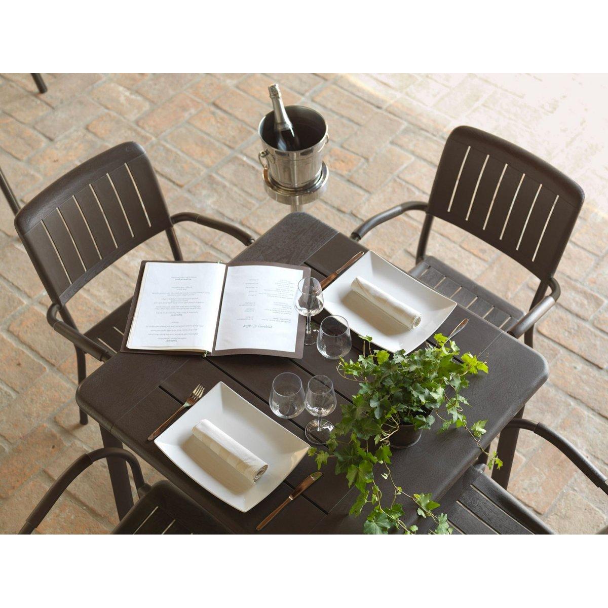 particolare tavolo Maestrale 90 e sedie Musa colore tortora