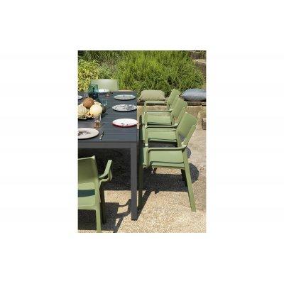 particolare set Rio 210 con tavolo colore antracite e sedie Trill Armchair colore agave
