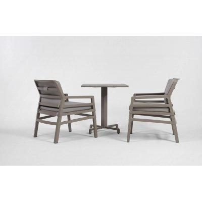 poltrona Aria Fit telaio colore tortora e tessuto acrilico grigio, base tavolino ibisco e piano 70 x 70 Durel top
