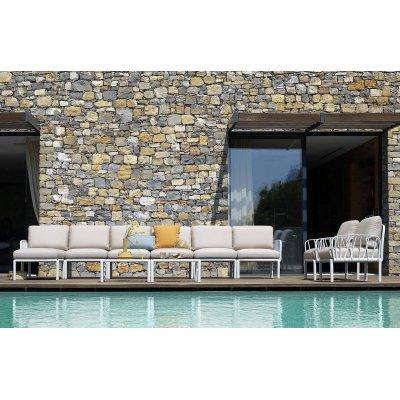 omposizione Komodo: pouf; poltrone; tavolino; elementi centrali ed elementi terminali dx e sx bianco con tessuto TECH Panama 131