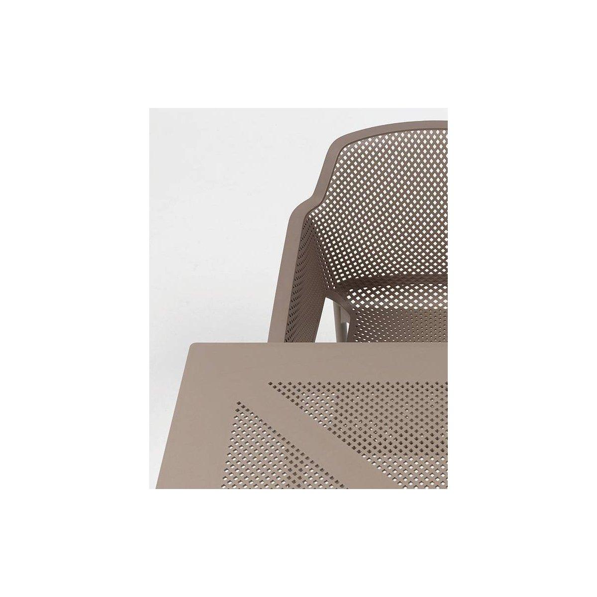 particolare tavolino Clipx e poltroncina Net