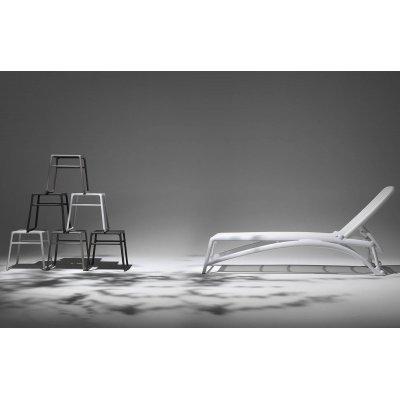 tavolini Pop colore tortora, bianco e antracite, lettino Atlantico colore bianco