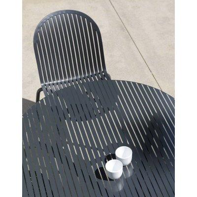 particolare set formato da tavolo Loto Dinner 190 e sedie Ninfea Dinner colore antracite