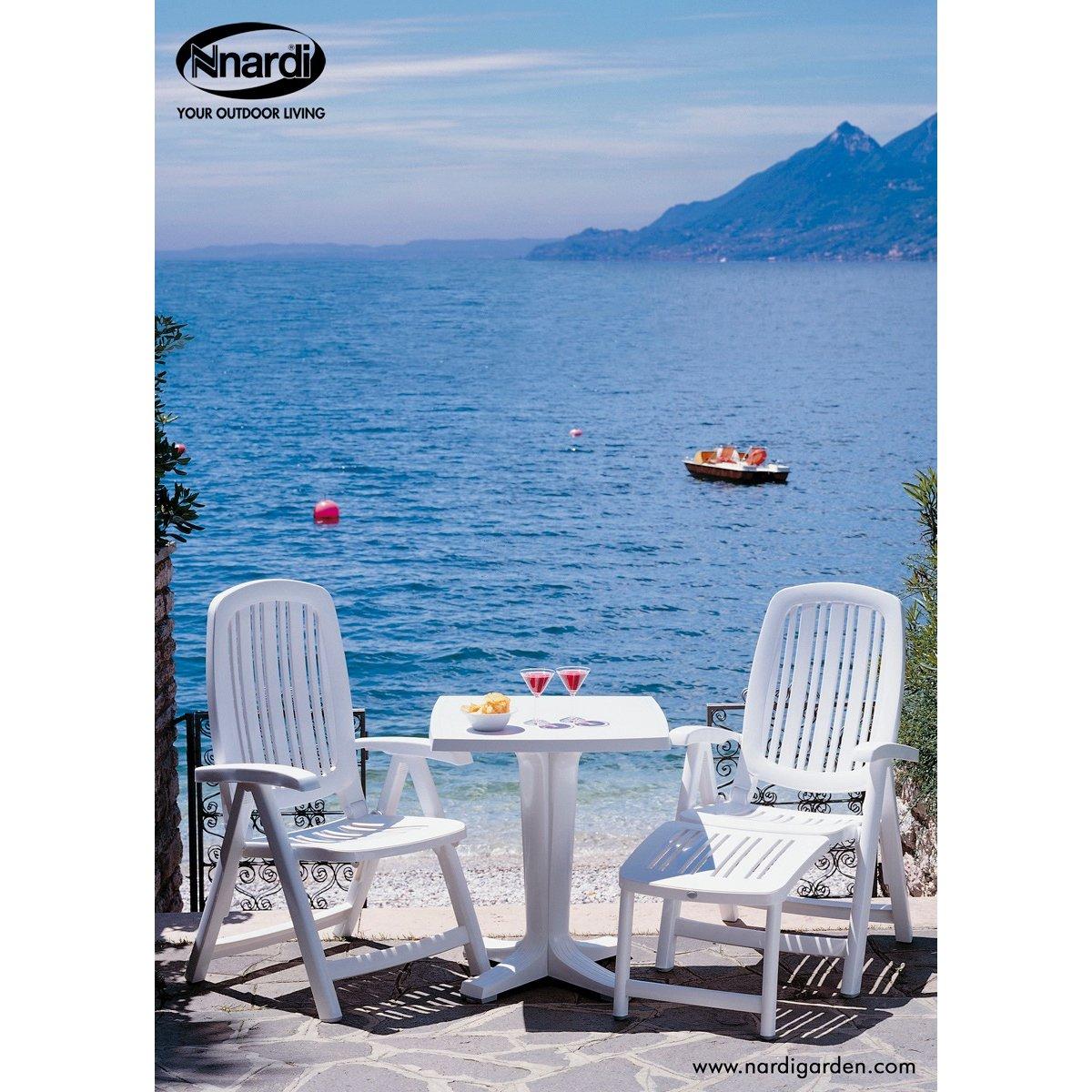 poltrona Salina e poltrona Salina con poggiapiedi, tavolo Giove 70 colore bianco