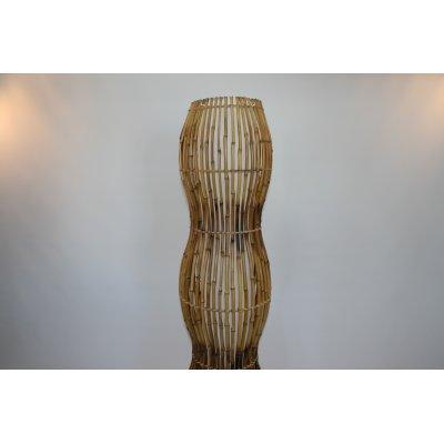 particolare lampada in bambù modello Onda