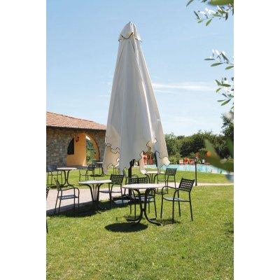 ombrellone Capri Dark tessuto ecru con pendente, in posizione chiusa