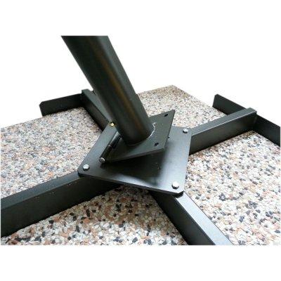 particolare base con tubo pieghevole per agevolare l'innesto del palo centrale