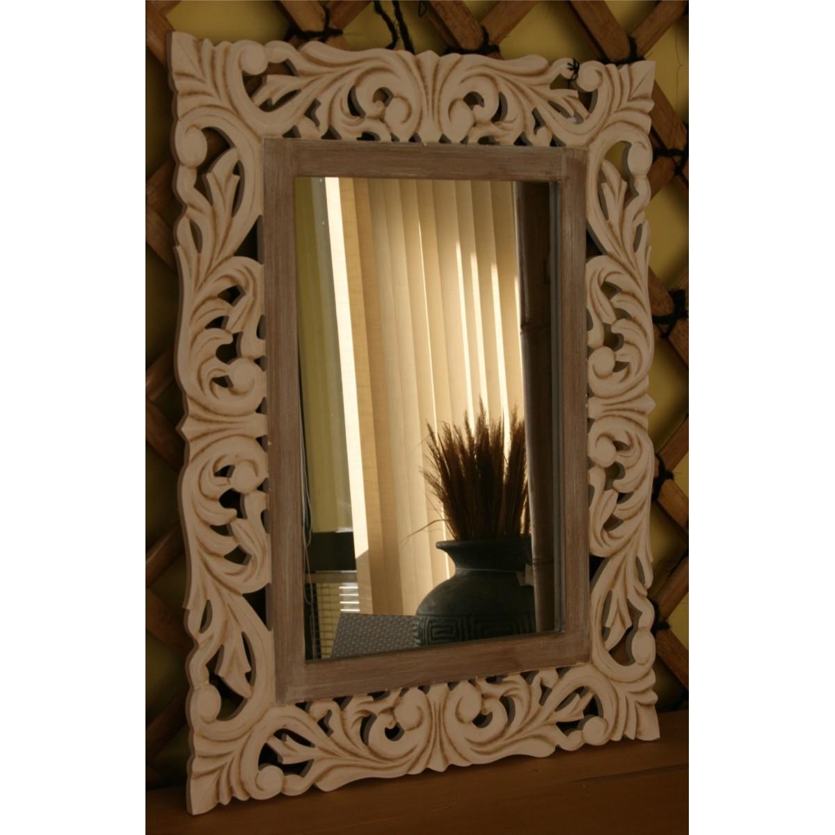 Specchio in legno con cornice intarsiata a mano