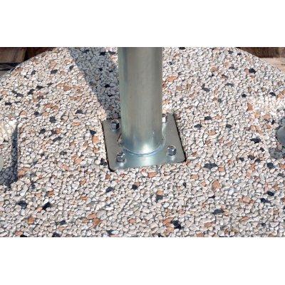particolare tubo BTT45 su base in cemento e graniglia