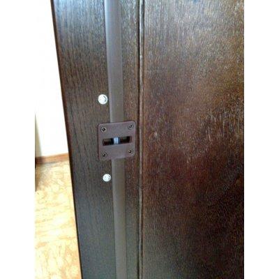 armadio Essential nero - particolare correttore curvatura ante