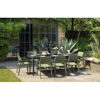 tavolo Rio Alu 210 extensible antracite con sedie Trill Armachair colore agave