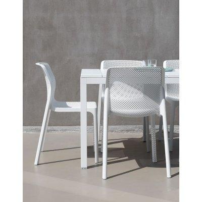 particolare tavolo rio 140 bianco con poltrone Bit