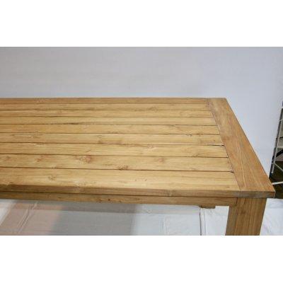 particolare tavolo Bounty in tek riciclato