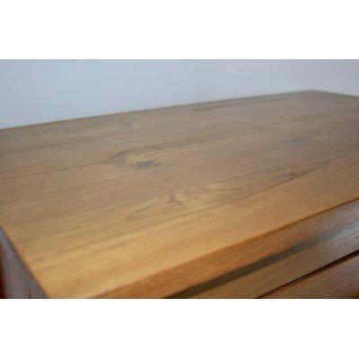 particolare della cassettiera modello Amalfi in legno di tek