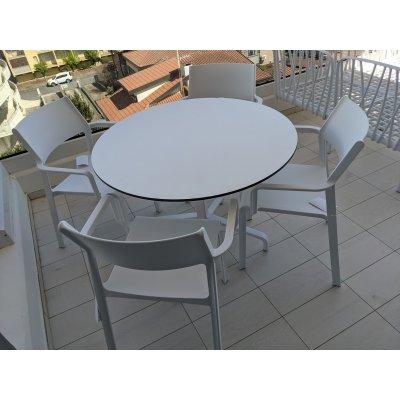 base Frasca Maxi colore bianco con piano laminato rotondo diam 100, sedie trill Armchair colore bianco