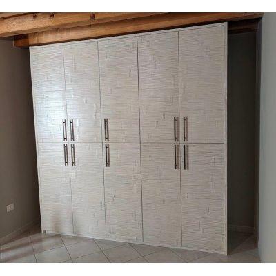 armadio Alum 5 + 5 ante battenti decapato bianco con maniglie Diamante